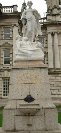 TITANIC MEMORIAL,BELFAST CITY HALL,NORTHERN IRELAND.