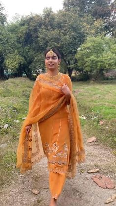 Bridal Suits Punjabi, Punjabi Salwar Suits, Designer Punjabi Suits, Stylish Dress Designs, Stylish Dresses, Stylish Suit, Designer Suits For Wedding, Wedding Suits, Choli Designs