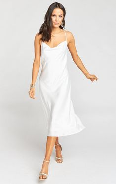 Little White dresses for brides in lace, sparkle, and sleek silhouettes. As couples turn to more intimate gatherings or even to elopements, short wedding dresses are gaining popularity. We've put together a shoppable guide of the best short wedding dresses you can buy online! #gws #greenweddingshoes #littlewhitedresses #shortweddingdresses Metallic Bridesmaid Dresses, Sparkly Bridesmaids, How Many Bridesmaids, Satin Dresses, Midi Dresses, Arizona, Top Wedding Trends, Casual Wedding, Wedding Ideas