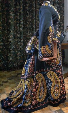 Embroidery on a great gown of the 19th century follows Russian folk patterns