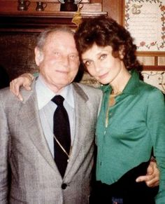 Audrey with Kurt Frings, her long time agent and friend, at a dinner party at Connie Wald's home, Connie Wald Collection. Audrey Hepburn Children, Classy Women, Classy Lady, I Icon, British Actresses, Golden Age Of Hollywood, Famous Faces, Timeless Fashion, Celebrities