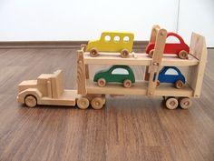Hailey the car hauler - a wooden toy truck with movable ramps - four colored cars included - green, blue, red, yellow