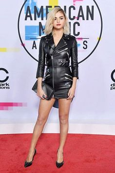 Red Carpet by Selena Gomez at the 2017 American Music Awards! - Yolanda Red Carpet by Selena Gomez at the 2017 American Music Awards! Selena Gomez Fashion, Selena Gomez Outfits, Style Selena Gomez, Fotos Selena Gomez, Selena Gomez Dress, Selena Gomez Red Carpet, American Music Awards 2017, Marie Gomez, Red Carpet Looks