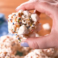 Popcorn Balls are a sugary delight, complete with rainbow sprinkles for an extra celebratory touch! Hot Fudge Cake, Hot Chocolate Fudge, Mini Chocolate Chips, Chocolate Sprinkles, Marshmallow Popcorn, Rainbow Popcorn, Rainbow Sprinkles, Homemade Popcorn, Popcorn Recipes