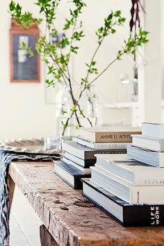 Decorando com livros. Decoração #decoration #detalhes #decor #adornment  #ornament #details #Casa #lar #home #house # maison Livros  #ler #leitura #read #lire #lecture  #book #livros #livres