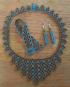 This post was discovered by Birsen Özçelik. Discover (and save!) your own Posts on Unirazi.Handmade beaded bracelet and nBlack pearl lace by Fleur Beaded Necklace Patterns, Beaded Earrings, Beaded Bracelets, Necklaces, Bead Jewellery, Seed Bead Jewelry, Seed Bead Necklace, Bijoux Diy, Schmuck Design