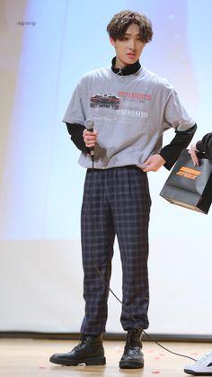 𝘤𝘩𝘢𝘯𝘨𝘦𝘥 / 𝘬𝘪𝘮 𝘩𝘰𝘯𝘨𝘫𝘰𝘰𝘯𝘨 - Source by emiroserod - K Fashion, Fashion Looks, Hugs And Cuddles, Jung Woo Young, Rapper, Kim Hongjoong, Damen Sweatshirts, Kpop Guys, Kpop Outfits