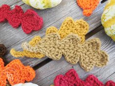 Favorite Crochet Ideas Fall Oak Leaves Free Crochet Pattern - Get your crochet on for Fall with this Fall Oak Leaves Free Crochet Pattern! Great for Fall decorating, banners, appliques, and gift decorations! Crochet Leaf Free Pattern, Crochet Flower Tutorial, Crochet Leaves, All Free Crochet, Crochet Flowers, Crochet Granny, Hand Crochet, Thanksgiving Crochet, Crochet Fall
