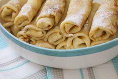Te intrebi cum fac rusii clatite? Foarte similar cu ale noastre, numai raportul dintre ingrediente difera. Iata cum pregatesti niste clatite rusesti (sau blini), un deliciu pe care il servesti fie cu o umplutura sarata, fie cu dulceata si smantana. Romanian Food, Fettuccine Alfredo, Sweet And Salty, Crepes, Apple Pie, Cookie Recipes, Peanut Butter, Pizza, Gem