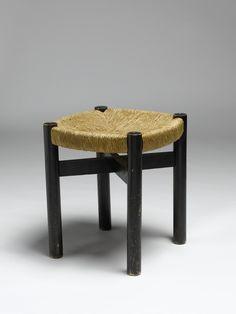 Charlotte Perriand (1903 - 1999) Tabouret 1968 - 1974 Structure en bois peint et assise en paille Conçu pour les résidences Les Arcs 1600