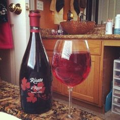 Risata il Rosso ... a yummy blend of Brachetto and Malvasia that makes for soft red berry and floral notes and a slightly sweet red wine ... frizzante (lightly sparkling), serve slightly chilled.