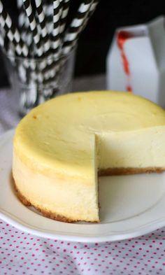 New Yorkin juustokakku // New York Cheesecake Food & Style Annamaria… Baking Recipes, Cake Recipes, Dessert Recipes, Desserts, Yummy Eats, Yummy Food, Buzzfeed Tasty, Star Food, Sweet And Salty
