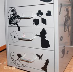 Drawers Alice in Wonderland 04