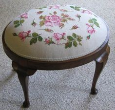 Advanced Embroidery Designs - Garden of Roses Set Furniture Upholstery, Diy Furniture, Stenciled Table, Advanced Embroidery, Muebles Shabby Chic, Cross Stitch Rose, Painted Chairs, Interior Design Living Room, Vintage Furniture