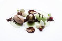 Restaurant Lafleur in Frankfurt am Main: Namensgeber für das Gourmetrestaurant auf der Bel Etage des Gesellschaftshauses im Palmengarten ist das bekannte Weingut Château Lafleur im Pomerol. Chef de cuisine Andreas Krolik offeriert eine moderne klassische Küche mit mediterranen Einflüssen.