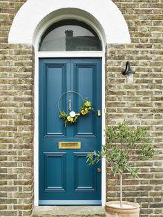 Best Front Door Colors, Best Front Doors, Front Door Paint Colors, Front Door Design, Orange Front Doors, Painted Exterior Doors, Painted Front Doors, Exterior Paint, Fromt Doors