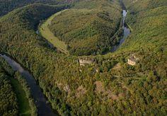 Letecký pohled na zříceninu Nového Hrádku u Lukova. #hrad, #zřícenina, #castle, #ruin, #Podyjí, #Thayatal, #jiznimorava, #southmoravia, #českárepublika, #czechrepublic
