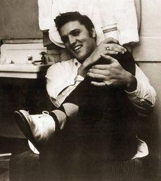The king: Elvis Aaron Presley Priscilla Presley, Lisa Marie Presley, Rockabilly Music, Young Elvis, Elvis Presley Photos, Chuck Berry, Memphis Tennessee, Smiles And Laughs, Graceland