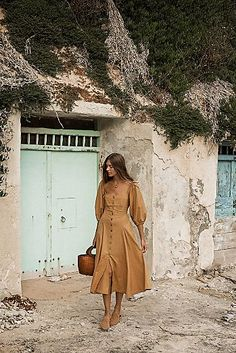 Outstanding boho dresses are offered on our internet site. Take a look and you wont be sorry you did. Boho Dress, Dress Skirt, Looks Style, My Style, Summer Outfits, Cute Outfits, Spring Dresses, Maxi Dresses, Casual Dresses