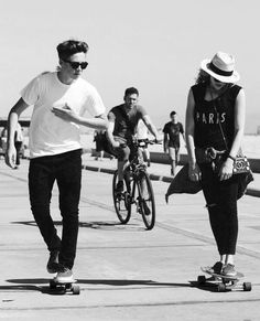 Brooklyn Beckham & Chloe Grace Moretz they look so cute !!!!!!!!