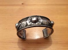 """An old bracelet ( early 20th c) found in Essaouira, on Marrocco in silver with nice floral design ... Splendid patina !  Weight : 189 gr  Intérieur diamètre :2,36 inch /6cm  Width : o,866 inch/6cm  For sale at very fair price 311€ in my shop and soon online www.halter-ethnic.com, under the item """" My Lucky Finds""""  0477609613"""