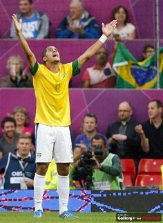 Brasil 3 a 0 em cima da Coreia. Rumo a final.