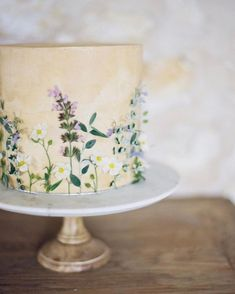 Edible Flower Cakes Are Our New Wedding Cake Flavor (Of the Year) – Essbare Blumenkuchen sind unser neues. Edible Flowers Cake, Wedding Cakes With Flowers, Beautiful Wedding Cakes, Beautiful Cakes, Flower Cakes, Flowers On Cake, Fresh Flower Cake, Floral Wedding Cakes, Real Flowers