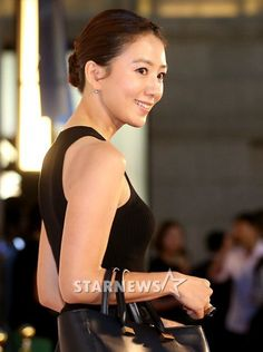 Kim Hee Ae's (김희애) signature classy & natural look Jeju City, Asian Ladies, Perfect Love, Secret Love, Korean Celebrities, Korean Dramas, Drama Movies, Love Affair, New Shows