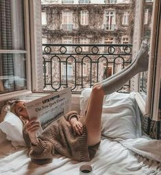Image about city in Cozy & Relax by blondechanel Foto Glamour, Mode Poster, Foto Top, Shotting Photo, Photo Portrait, Lazy Days, Dream Life, Parisian, Cosy