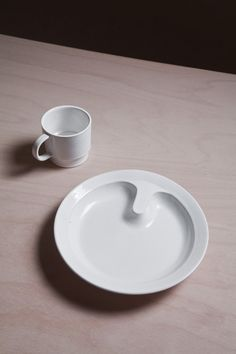 Prokop Chludil- Ceramic dinner service for the elderly. Plate in the implementation of the porcelain factory Suisse Langenthal