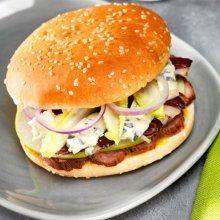 Hamburger de canard mi-fumé au bleu Saint Agur