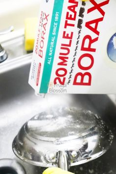 22+ Borax Cleaning And Household Tips – Frugal Blossom Household Cleaning Tips, House Cleaning Tips, Diy Cleaning Products, Cleaning Solutions, Cleaning Hacks, Cleaning Schedules, Kitchen Cleaning, Cleaning Recipes, Bathroom Cleaning