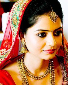#indianbride #simple #stunning #subtlemakeup #kohleyes #pinklips #pinkblush #bindi #indianjewellery #indianwedding #goldsmokeyeye #candidweddingphotography #brideportraits #makeupartist #makeupartistcommunity #anjumbhardwajmakeup #lovemyjob  http://ift.tt/1r2ISvM by anjumbhardwajmakeup
