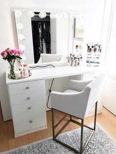 A gorgeous vanity in classic white finish that will inspire Desk Inspiration, Interior Design Inspiration, Room Design Bedroom, Home Bedroom, Small Room Desk, Dresser, California Closets, Vanity Design, Glam Room