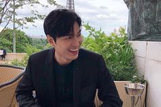 Lee Min Ho Delights Fans With Live Broadcast Since Discharge From Military New Actors, Actors & Actresses, Lee Min Ho Photos, Kim Go Eun, King Of My Heart, Funny Kpop Memes, Boys Over Flowers, Lee Jong Suk, Kdrama Actors