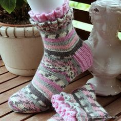 villasukkia, tumppuja, neulominen, käsityö Knitting Socks, Hand Knitting, Baby Knitting Patterns, Crochet Patterns, Knit Stockings, Happy Socks, Knit Or Crochet, Sock Shoes, Owl