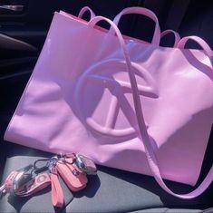 Luxury Purses, Luxury Bags, Sacs Design, Cute Purses, Cute Bags, Bago, Handbag Accessories, Purses And Handbags, Fashion Bags