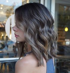 Straight-Cut Lob With Textured Ends And Waves