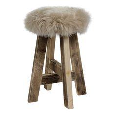 Materiaal & afmetingen   Afmetingen: 60 cm (h) Dikte vachtje: 30 mm  Materiaal: hout & 100% puur wol  Kleur vachtje: beige
