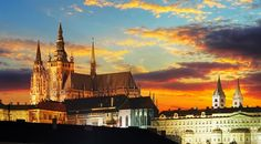 Por Suellen Andrade Praga é uma das metrópoles mais encantadoras do Leste Europeu, uma cidade que mistura riqueza cultural e o charme da Idade Média em uma