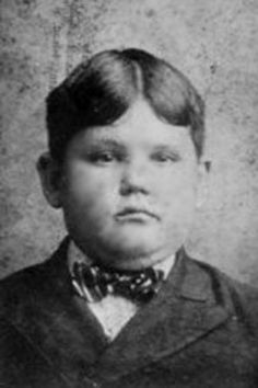 Oliver Hardy……..SO CUTE……HE CHANGED VERY LITTLE……JUST GOT OLDER…….PARTNER: STAN LAUREL…….WHAT A NEAT COMICAL PAIR……..ccp