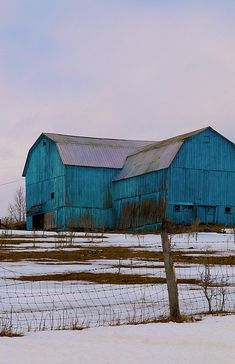 aqua blue turquoise barn. a perfect meld of things i love.   ..rh