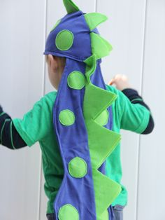 Make an easy Dinosaur Hat with this sewing tutorial!