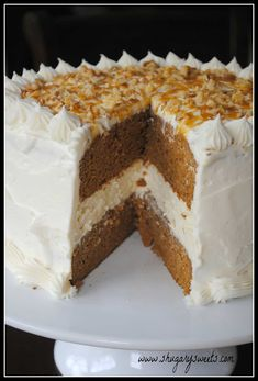 Pumpkin Cheesecake Cake: two layers of delicious pumpkin cake with a creamy cheesecake center. Frosted with cream cheese frosting! Cheesecake Cake, Cheesecake Recipes, Pumpkin Cheesecake, Pumpkin Dessert, Dessert Recipes, Cupcakes, Cake Cookies, Cupcake Cakes, Petits Plats