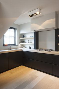 JUMA architects was contacted for the interior design of a new-build hull apartment on the coast. Hull means that the & The post Villa Perinne appeared first on HOOG.design - Exclusive living inspiration in the United Kingdom. Kitchen Rules, Home Decor Kitchen, Kitchen Interior, New Kitchen, Kitchen Dining, Kitchen Cabinets, Black Cabinets, Black Kitchens, Home Kitchens