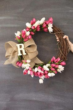 DIY tulip spring wreath idea from MichaelsMakers Sugarbee Crafts # spring DIY Decorating Spring Wreath Ideas - Sugar Bee Crafts Bee Crafts, Easter Crafts, Decor Crafts, Diy And Crafts, Easter Decor, Diy Spring Wreath, Diy Wreath, Wreath Ideas, Spring Home Decor