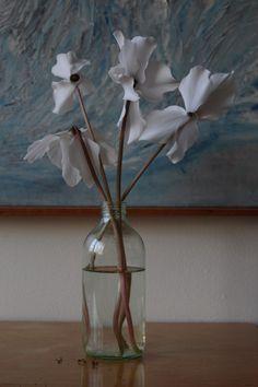 * Simple Flowers, Flower Vases, Glass Vase, Flora, Inspiration, Home Decor, Biblical Inspiration, Bud Vases, Decoration Home