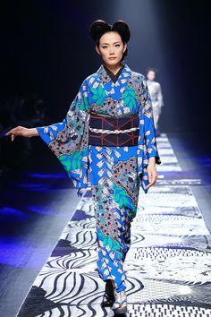 Jotaro Saito kimono fashion [C] Mode Kimono, Kimono Top, Hennessy Xo, Yukata, Issey Miyake, Kimono Fashion, Every Woman, Sari, Elegant