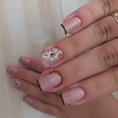 35 Fotos de Unhas decoradas outono – Passo a passo Spa Day At Home, Nail Inspo, Short Nails, Nail Arts, Manicure And Pedicure, Pretty Nails, Nail Art Designs, Hair Beauty, Lily