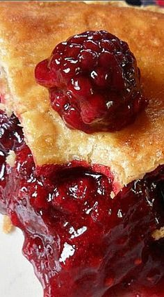 Bumbleberry Pie is a mixture of raspberries blackberries, blueberries and rhubarb. Serve slices of bumbleberry pie with scoops of ice cream. Raspberry Rhubarb, Rhubarb Pie, Blueberry Pies, Raspberry Sauce, Rhubarb Recipes, Cake Ingredients, Homemade Tacos, Homemade Taco Seasoning, Deserts
